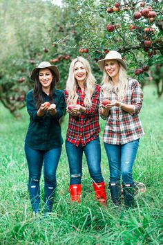 A Day In the Apple Orchard: We went Fall Apple Picking for a photoshoot in North Georgia Mountains featuring L.L. Bean plaid and hunter boots with Peachfully Chic, City Peach, & Sarah Lampley #fallfashion #applepicking