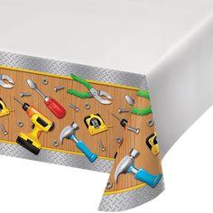 Plastový ubrus s motivy dílny použijte jako základ na párty pro malé kutily