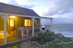 beach cottage, amazing! Sucj a beautiful pic.