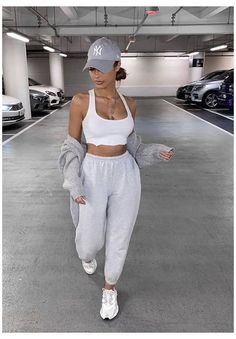 Baddie Outfits Casual, Cute Swag Outfits, Chill Outfits, Cute Comfy Outfits, Sporty Outfits, Stylish Outfits, Comfy Clothes, Outfits With Sweatpants, Fashion Sweatpants
