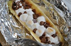 Chocolate-Banana Camp (or backyard fire pit/grill) dessert. My brother in law re… Chocolate-Banana Camp (or backyard fire pit/grill) dessert. Camping Desserts, Camping Meals, Camping Cooking, Camping Hacks, Backpacking Recipes, Fire Pit Desserts, Camping Appetizers, Camping Dishes, Camping Grill