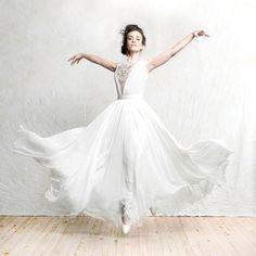 Perfect ballet bride!   Sarah Hairston CB....Cincinnati Wedding I Bridal Buzz