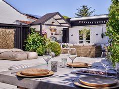 Magisk mysig uteplats – så byggde Kirsten och... | Leva & bo Bungalow, Terrace, Gazebo, Bali, Toms, Villa, Outdoor Structures, Outdoor Decor, Home Decor
