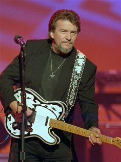 waylon jennings last concert | In a June 1995 file photo, country music legend Waylon Jennings ...