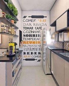 Saiba como decorar, montar e organizar uma cozinha pequena sem perder espaço, usando estratégias para torná-la mais funcional e ampla.