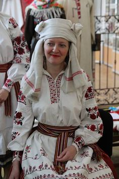 "Traditional Ukrainian women's headwear ""namytka"": Volyn and Polissya regions. Традиційні жіночі головні убори волинян та поліщуків. Україна. https://www.facebook.com/eviddil/media_set?set=a.1412173075669490.1073741834.100006304327653&type=3"