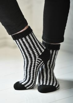 Wool Socks, Knitting Socks, Knitting Patterns, Sewing Patterns, Comfortable Outfits, Leg Warmers, Diy Clothes, Mittens, Drops Design