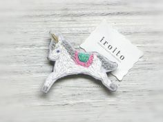 ハンドメイドマーケット minne(ミンネ)| ユニコーンの刺繍ブローチ