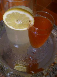 Λικέρ φράουλα-λεμόνι Greek Cooking, Beverages, Drinks, Greek Recipes, Punch Bowls, Lemonade, Liquor, Cherry, Alcohol