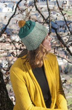 This fun and colourful Tiera hat with its emerald green and beige pattern and its golden pom pom is a great choice for any winter day. Winter Day, Beanies, Knitwear, Beige, Pullover, Hats, Green, Pattern, Sweaters