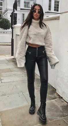 Outfits and flat lays we fell in love with. See more ideas about Casual outfits, Cute outfits and Fashion outfits. Fashion Trends, Latest Fashion Ideas and Style Tips. Cozy Fall Outfits, Spring Outfits, Trendy Outfits, Cute Outfits, Fashion Outfits, Jeans Fashion, Fashion Clothes, Skinny Fashion, Popular Outfits