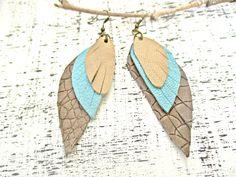 Pendientes largos - Pendientes largos multicolor alas cuero - hecho a mano por…