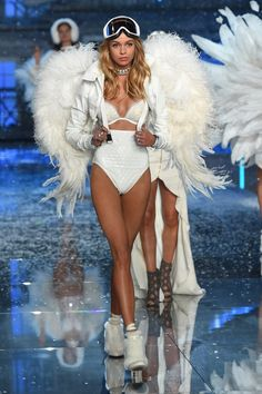 The Best Runway Looks from the 2015 Victoria's Secret Fashion Show