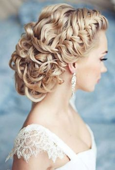 Gorgeous! The bride hairstyle repinned by www.sunndu.com http://www.dressfame.com/
