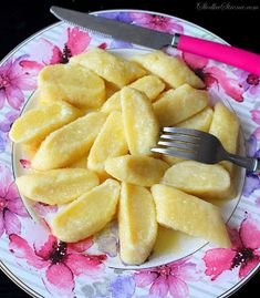 Leniwe Pierogi - Przepis - Słodka Strona Pierogi, Dumplings, Gnocchi, Fruit Salad, Pineapple, Food Porn, Lime, Cooking Recipes, Eat