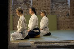 ZAZEN is done with the body and not with the mind. To train the body is prerequsite for ZEN. But also the final goal of any art. Train your body that your feeling exceeds any imagination,