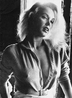 """dailyactress:  Мэми Ван Дорен сфотографирована Эрл листьев.От Девушки Наблюдатель"""", Март 1959"""