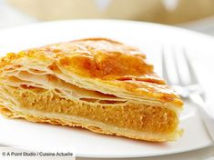 La galette des rois façon Mercotte Ah the cake! We love it so much that it makes us forget our Fun Easy Recipes, Snack Recipes, Easy Meals, Dessert Recipes, Healthy Recipes, Easy Summer Desserts, Summer Recipes, Galette Des Rois Recipe, Foods For Bloating