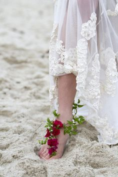 Bougainvillea and creeper vine anklet | Hazel Buckley Photography | see more on: http://burnettsboards.com/2014/02/beach-bridals-beautiful-bougainvillea/