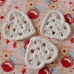 crochet hearts-great way to use scrap yarn. Crochet Motifs, Crochet Squares, Crochet Stitches, Crochet Crafts, Crochet Yarn, Crochet Projects, Crochet Granny, Love Crochet, Crochet Flowers