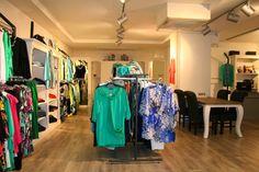 Kom eens winkelen bij 44 & More, grote maten damesmode. Winkels in Zoetermeer en Aalsmeer