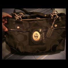 Authentic Coach Purse   Authentic Black Coach Purse ~ Inside has a light blue lining ~ Condition is Very Good inside & Excellent outside ~ There is absolutely nothing wrong with this purse. It is very nice.   Coach Bags Shoulder Bags