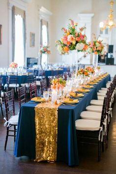 Los sequins están de moda y esta boda en dorado, azul marino y naranja lo conjuga a la perfección. Fotografía: Dana Cubbage Weddings - Charleston SC Destination Wedding Photographer
