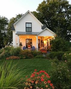 Farmhouse Exterior Design Ideas - The farmhouse exterior design completely reflects the entire design of the house and also the family members custom as well. The modern farmhouse style is not just for. Fresh Farmhouse, Modern Farmhouse Exterior, Farmhouse Design, Farmhouse Style, Rustic Exterior, Farmhouse Ideas, Farmhouse Decor, Style At Home, Future House