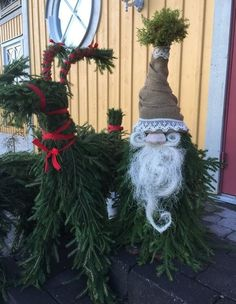 diy christmas yard decorating ideas fir branches deer rudolph and santa tomte - The Best Holidays and Events Trends and Ideas Christmas Projects, Christmas Wreaths, Christmas Crafts, Christmas Ideas, Xmas, Christmas Knomes, Diy Christmas Yard Decorations, Reno, Diy Weihnachten