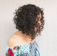 Natural Curls with Curtain Bangs and Highlights - 20 Chicest Hairstyles for Thin Curly Hair – The Right Hairstyles - The Trending Hairstyle Inverted Bob Hairstyles, Haircuts For Curly Hair, 80s Hairstyles, Medium Hair Styles, Curly Hair Styles, Natural Hair Styles, Thin Curly Hair, Updo Curly, Long Curly