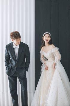 Pre Wedding Poses, Wedding Couple Photos, Pre Wedding Photoshoot, Korean Wedding Photography, Wedding Couple Poses Photography, Muslim Wedding Gown, Korean Couple Photoshoot, Foto Wedding, Cute Wedding Dress