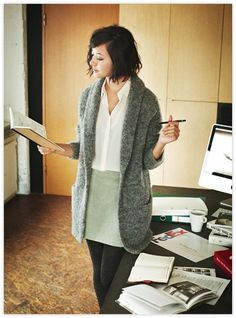 I love the comfy warm look of this outfit. Could get a lot of work done in this. :)