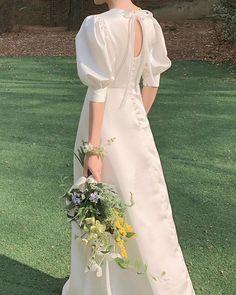 Minimal Wedding Dress, Plain Wedding Dress, Modest Wedding Gowns, Dream Wedding Dresses, Wedding Attire, Bridal Dresses, Bridesmaid Dresses, Pretty Dresses, Beautiful Dresses