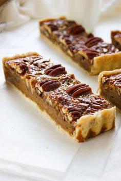 Pecan Pie Bars | www.munatycooking.com