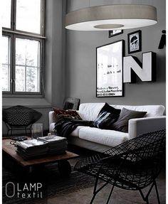O LAMP - Explora el equilibrio a base de líneas curvas, estilo minimalista. La familia está compuesta por luminarias de suspensión con diferentes formas orgánicas. Las lámparas son un elemento imprescindible en la decoración de tu hogar. Iluminar el espacio es su principal función, sin embargo, también sirve como un excelente elemento decorativo. En nuestra colección os mostramos lámparas modernas de alta calidad con formas sencillas y minimalistas.