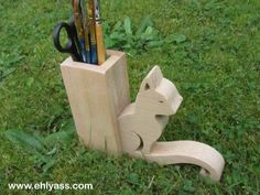 Pencil holder cat, hand made fretwork, french craft creation Ehlyass Pencil Holder, Pen Holders, French Crafts, Diy Gifts, Handmade Gifts, Projects To Try, Creations, Etsy, Vintage