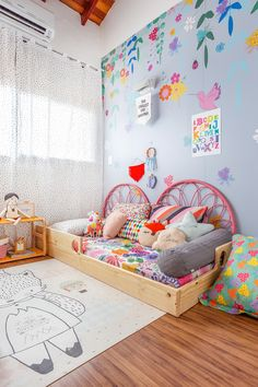 Break free from the usual 'blues for boys' and 'pink for girls' and transform your kid's room in stunning ways. Scroll through the amazing gender neutral room ideas for kids now. Kids Room Bed, Deco Kids, Toddler Rooms, Toddler Girls, Kids Room Design, Wall Design, Little Girl Rooms, Baby Room Decor, Kids Decor
