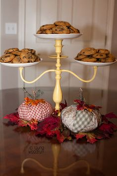 Fun Food Ideas for Fall – Living Creative Thursday Tauna from Creative Confetti turned a Candelabra into a Cake Stand. Cake And Cupcake Stand, Food Stands, Tiered Stand, Diy Food, Food Ideas, Diy Cake, Crafty Craft, Cake Plates, Candelabra