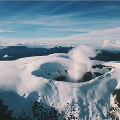 Volcán Nevado del Ruiz Colombian Culture, Colombia South America, Colombia Travel, Countries Of The World, Vacation Spots, Mother Nature, The Good Place, Places To Visit, Mountains
