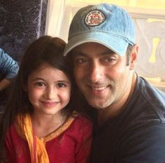 Salman Khan with Bajrangi Bhaijaan Sensation Harshaali! | Salman Kingdom