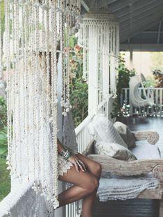 15 Cool Seashell Curtain Ideas