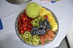 Fruit platter with melon and pineapple apple. Jong's carving, Restaurant Benjarong Thai Cuisine, Baar, ZG, Switzerland - www. Food Carving, Culinary Arts, Fruits And Vegetables, Platter, Switzerland, Acai Bowl, Pineapple, Restaurant, Breakfast