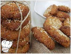 Δεν εχω λογια να σας περιγραψω το απιστευτο αρωμα και γευση αυτων των μπισκοτων. Μια δοκιμη θα σας πεισει σιγουρα,και μην ξεχασετε να φτιαξετε και δυο και τρεις δοσεις γιατι ειναι εθιστικα και δεν θα σας φτασουν. Απολαυστε τα!!! Greek Sweets, Greek Desserts, Greek Recipes, Cookie Dough Pie, Vegetarian Recipes, Cooking Recipes, Greek Cooking, Tasty, Yummy Food