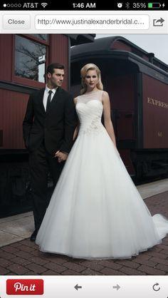 Gorgeous summer wedding dress!