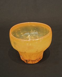 Benny Motzfeldt 1909-1995 Orange og klart krystall med innlagte luftbobler. 14 ( cm ) Signert under d. 1972