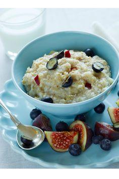 Byggrød med frugt SlankeDoktor.dk  Fiberrig og mættende morgenmad! Morgenmad opskrift med byggrød, frugt og bær.