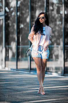 Blush Bomber, Jeans Shorts and Silver Details on Juliesdresscode.de