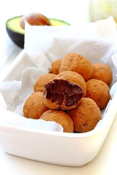 Luscious melt in the mouth dreamy beyond belief healthy chocolate truffles! Would make for a great finishing touch to a meal if you're having friends. Paleo Dessert, Healthy Desserts, Raw Food Recipes, Delicious Desserts, Snack Recipes, Yummy Food, Snacks, Pear Recipes, Vegan Sweets