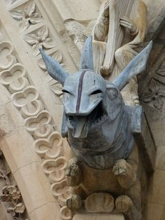 Cathédrale de Reims de Nana  -Another casted metal spout. Also, the rhino shows interest in exploration.