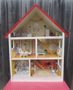 Sewpony: The most amazing dollhouse! Almost everything in it is hand made.